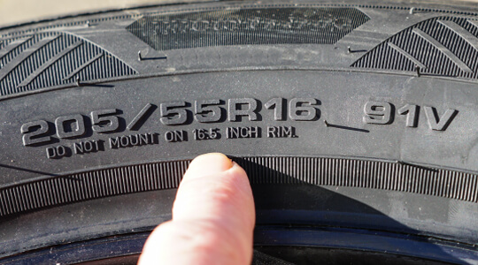 タイヤのスリップサイン